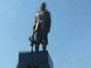 PKK'nın diktiği heykele suç duyurusu!