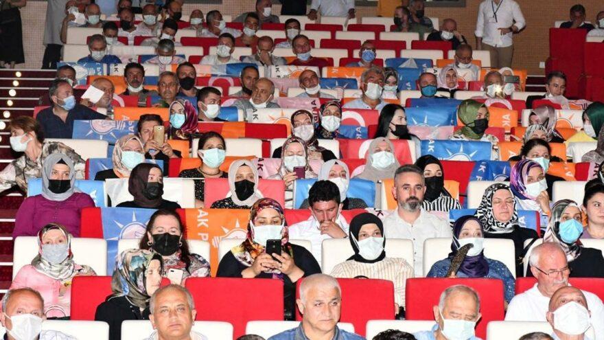 AKP'den bir skandal daha: Türk bayrağını koltuklara serdiler