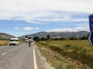 Eylemciler, Diyarbakır-Bingöl karayolunu yeniden kapattı