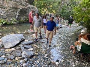 Vali Şıldak, Şahinderesi'nin turizm alanında cazip bir lokasyona sahip olduğunu söyledi