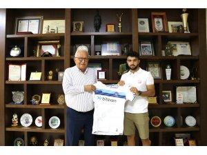 Başkan Posbıyık'a şampiyonluk formasını takdim etti