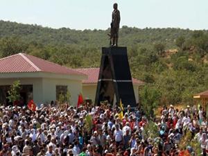 Diyarbakır'daki PKK'lı heykeli kaldırıldı