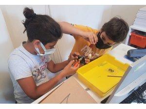 Bucalı gençler yaz tatilinde robotik kodlama öğreniyor