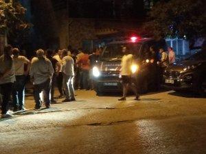 Bursa'da kavga sonrası gerginlik: Mahalleli şüphelinin saklandığı evi taşladı