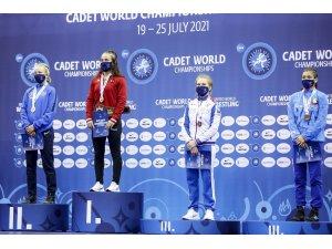 Selvi İlyasoğlu Türkiye'ye ilk altın madalyayı kazandırdı