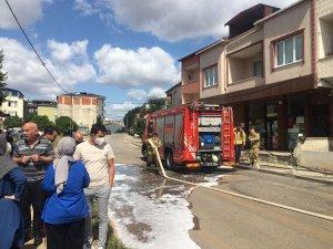 Sancaktepe'de bir evde çıkan yangında anne ve çocuğu dumandan etkilendi