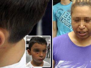Samsun'da bir kadın küçük çocuğu demir kapıya sıkıştırdı!