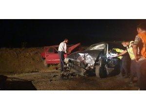 Haymana'da iki otomobil kafa kafaya çarpıştı: 3'ü ağır, 6 kişi yaralı