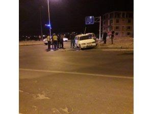 Otomobil kavşak içerisine giren araca çarptı; 6 yaralı