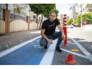 Mersin'de bisiklet yolundaki dubalar tahrip edildi