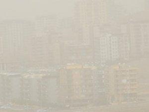 Hava ulaşımına toz bulutu engeli
