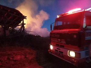 Kastamonu'da çıkan yangınlarda 4 ev, 2 samanlık ve 3 ahır yandı
