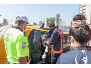 Takla atan taksinin şoförü aracın camı kesilerek kurtarıldı