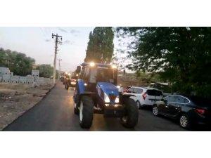 Damat çiftçi olunca düğün konvoyunu traktörler oluştu
