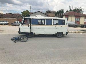Minibüsün çarptığı çocuk ağır yaralandı