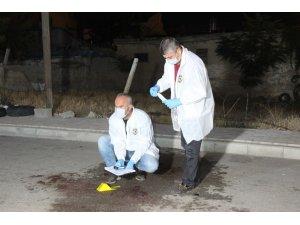 Düğün salonu önünde bıçaklı saldırı: 2 yaralı