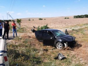 Otomobil elektrik direğine çarptı: 2 yaralı