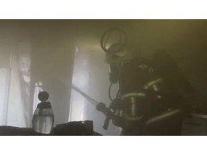 Buzdolabı prizinden çıkan yangın evi küle çevirdi