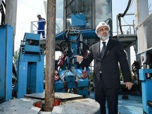 Petrol aramaları için yerli sondaj kulesi