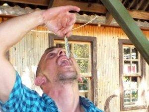Sakarya'da bir kişi şifa için canlı balık yedi!