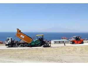 Van Büyükşehir Belediyesinden tatilcileri sevindiren asfalt çalışması