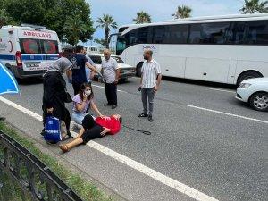 Yolun karşısına geçmeye çalışan kadına kamyonet çarptı