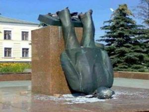 Atatürk heykeli dedi, Lenin heykeli çıktı!