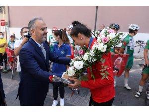 Olimpiyatlarda tarih yazan İlgün'e coşkulu karşılama