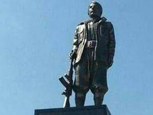 PKK'lı heykeline basan askerle ilgili flaş gelişme!