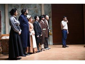 Tarsus Şehir Tiyatrosu, 'Çehov Vodvil' oyunu ile Mersinli izleyicilerle buluştu