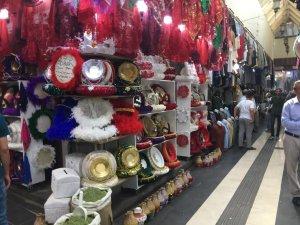 Diyarbakır'da düğünler kına malzemesi satıcılarının da yüzünü güldürdü