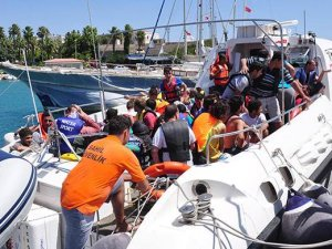 Kaçak teknesi yandı: 1 ölü, 4 yaralı