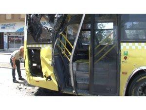 Ümraniye'de özel halk otobüsü ile kamyon çarpıştı: 1 yolcu yaralandı