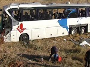 Yolcu otobüsü şarampole uçtu: 42 yaralı