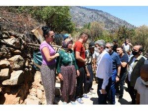Bakan Yardımcısı İnce, Mersin'de yangından zarar gören vatandaşlarla buluştu