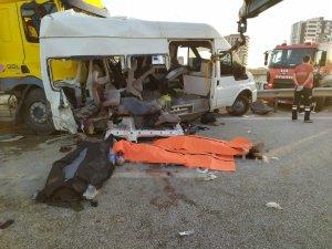 Tır, tarım işçilerini taşıyan minibüse çarptı: 3 ölü, 18 yaralı