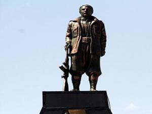 Mahsum Korkmaz heykeli ile ilgili skandal fotoğraf!