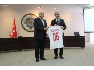 TFF ile Ankara Üniversitesi arasında imzalanan protokol ile futbolculara 14 farklı dilde eğitim verilecek