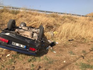 Manisa'da kontrolden çıkan araç tarlaya uçtu: 1 ölü, 1 yaralı