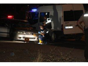 Ankara'da sol şeritte zorla indirilen kadına arkadan gelen başka  araç çarptı: 1 ölü