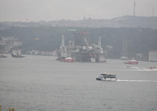 Petrol arama platformu 'GSF Development Driller 2' İstanbul Boğazı'ndan geçiyor