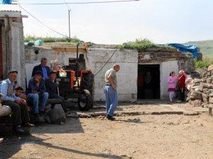 Ardahan'da bir aile uyurken bıçaklandı!
