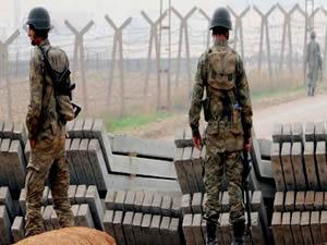 Asker kaçakçılarla  karşılıklı çatıştı