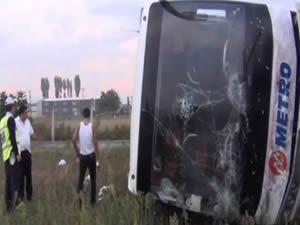 Şehirlerarası yolcu otobüsü yan yattı:6 yaralı