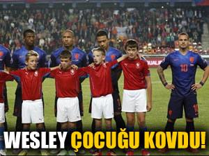 Wesley Sneijder çocuğu kovdu!