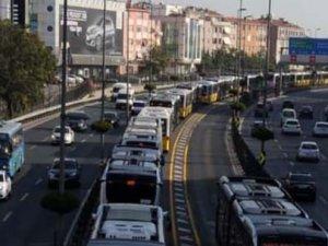 Metrobüs arızalandı, trafik felç