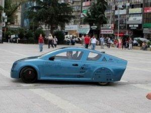 İstanbul Üniversitesi öğrencileri yerli otomobillerini tanıttı