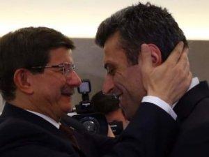 Davutoğlu defalarca kucaklaştı