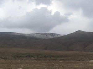 Zirve dolu yağışıyla beyaza büründü