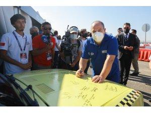 Bakan Varank, Binek Otonom Araç Yarışması'nda gençlerle bir araya geldi